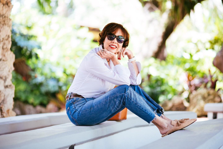 blogger-chuky-reyna-micamisablanca-wearing- rockport-mules