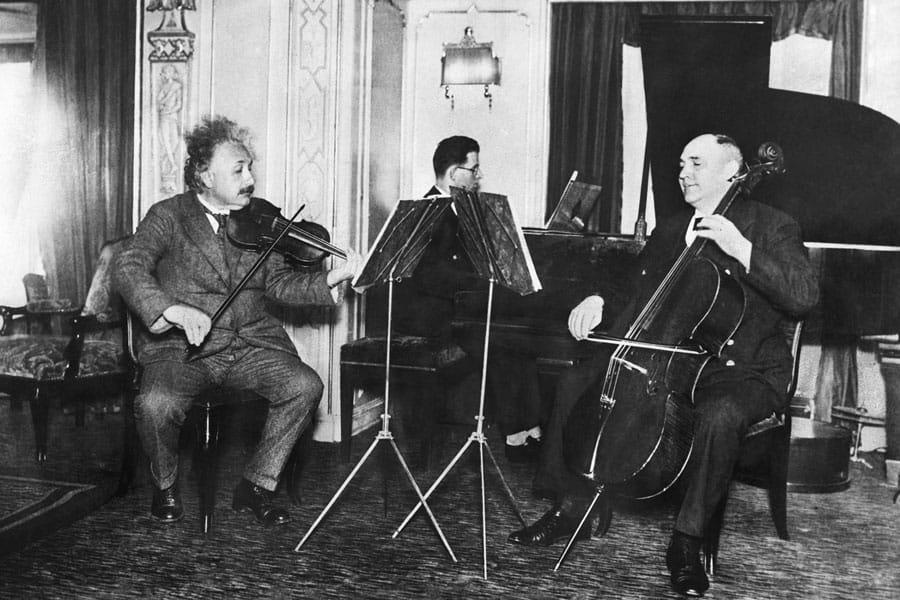 escuchar la música clásica 1 Albert einstein trío