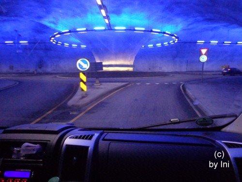 Kreisverkehr im Tunnel