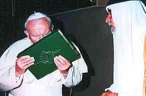 Papst JPII kuesst Koran