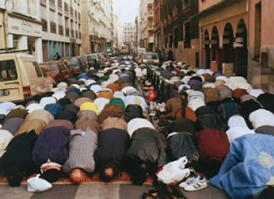 Belgium Muslims-praying