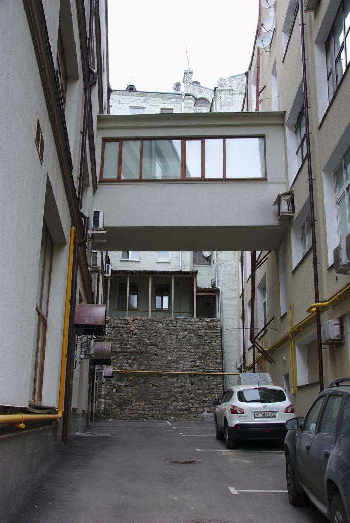 Это на Спасоглинищевском. Очень уж похоже на Стену Плача, тем более что синагога как раз у меня за спиной ;-)