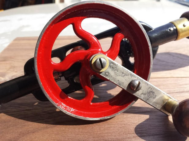 I painted the wheel with Dupli-color engine enamel in red (DE1653).