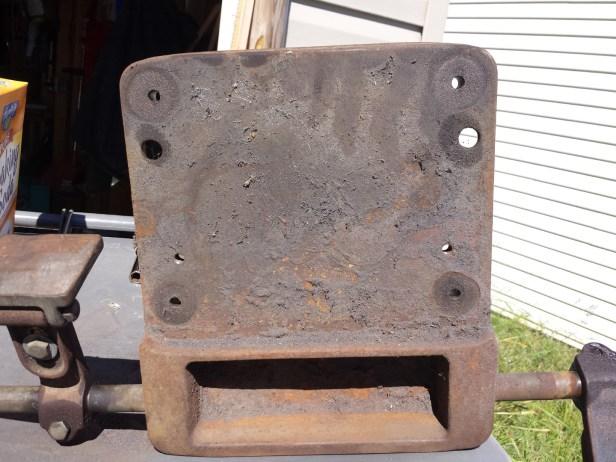 Underside of the grinder base. Pretty darn rusty.