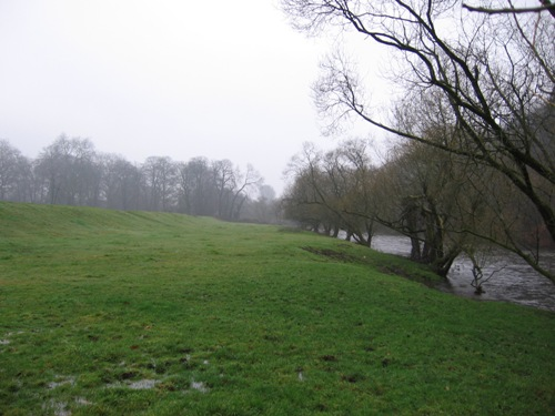 Grauer Regentag an der Wupper