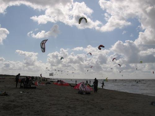 Kitesurfer am Meer