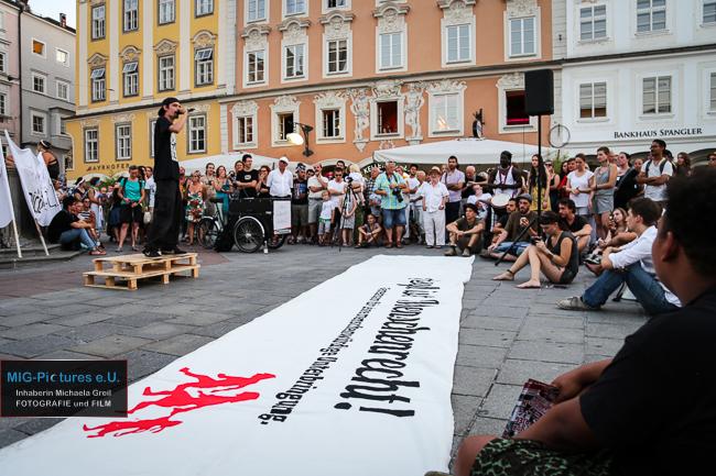 """6D/Online: Erinnerungen an """"Mensch sein in Österreich"""" – Ein starkes Zeichen für ein humanitäres Österreich kommt aus Linz"""