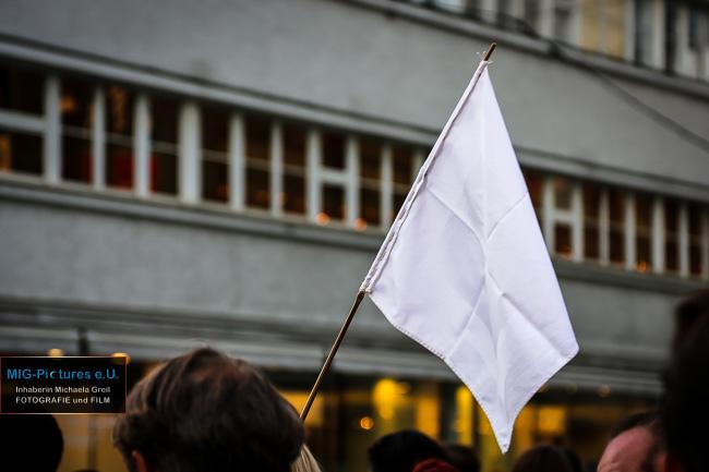 6D/Fb: Solidarität & weiß - Farben des Friedens. - Impuls-Reihe Teil 30 - #jahrderbarmherzigkeit #langenachtOOE - Lange Nacht der Kirchen