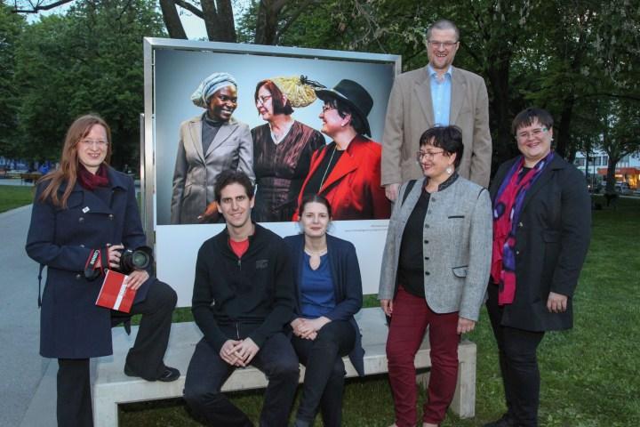 Menschenbilder OÖ 2017: Eindrücke der Ausstellungstour – Linz: Aufbau, Vernissage, Fotos, TV-Bericht (LT1 OÖ) – OÖ BerufsfotografInnen 4.5.-8.8.2017