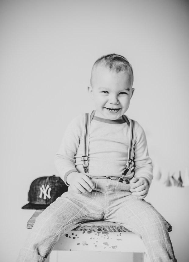 Kinderfoto Lächeln Lachen Fotograf schwarz-weiß sw Lächeln Studio Heilbronn Ludwigsburg