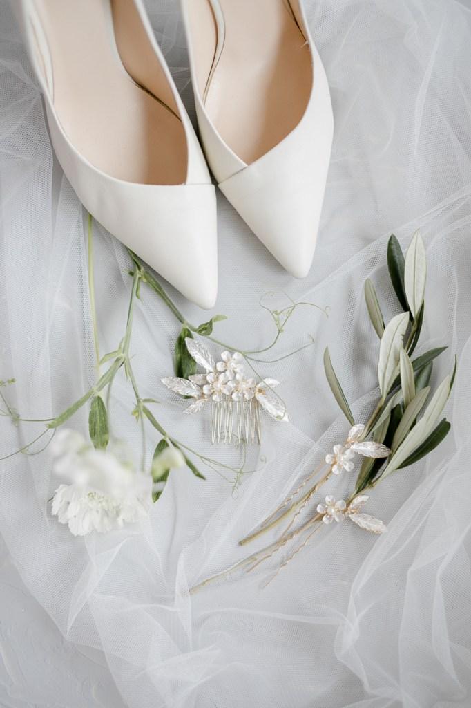 Bridal Details - Brautschuhe und Schmuck Flatlay