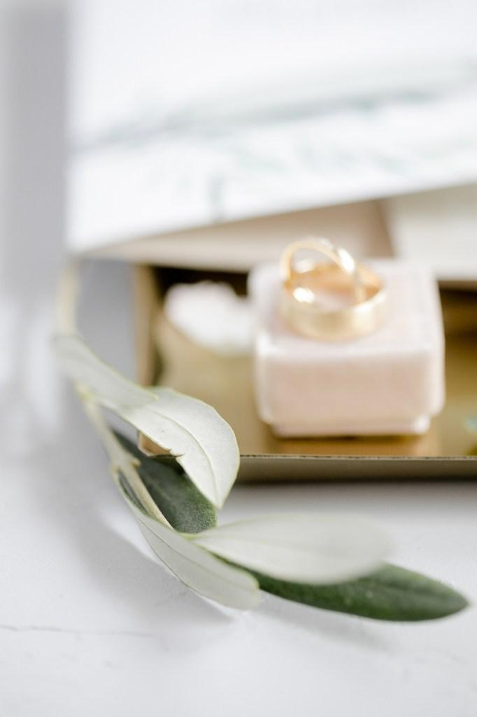 Eheringe Hochzeitsdetails Getting Ready Hochzeit Weingut Michaela Klose Hochzeitsfotograf