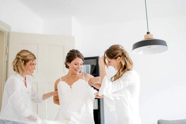 Brautkleid Anziehen Hochzeitsreportage Ludwigsburg Michaela Klose
