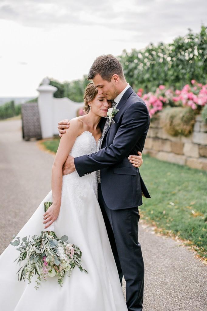 Brautpaar Abendlicht Kuscheln Hochzeit Shooting