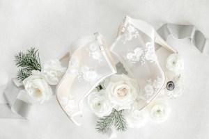 Flatlay Fine Art Hochzeit Bellabelle Brautschuhe
