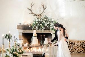 Sweet Table Hochzeitstorte Winterhochzeit Maisenburg Brautpaar