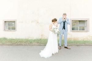 6 gute Gründe für den First Look Emotionale Hochzeitsfotos Brautpaar weint