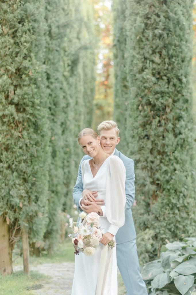 Toskanische Hochzeit Brautpaar Zypressen Allee Fine Art Hochzeit