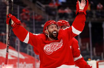 Gagner's hat trick lifts Red Wings over Predators 5-2 (WITH VIDEOS)
