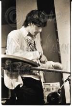 Michael Conen - Lee Renaldo elbows & taps the guitar [Sonic You