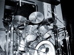 Not much room to get a clear angle on Mr. English, between the different parts of his kit