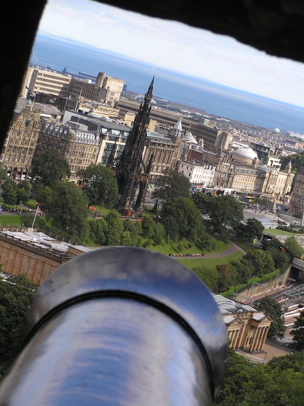 A new look on the Scott Monument