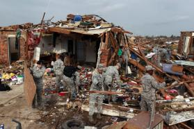 la-na-nn-oklahoma-tornado-mourning-and-rebuild-001