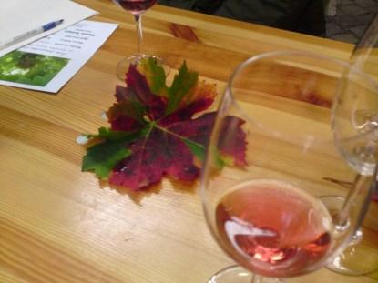 Wein, Deko und Schreibutensilien