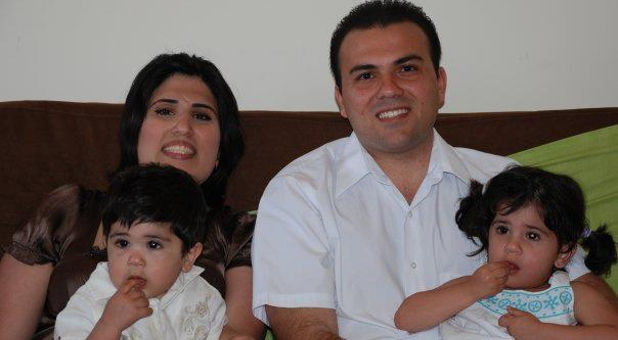 Pastor-Saeed-Abedini-family-couch-Facebook