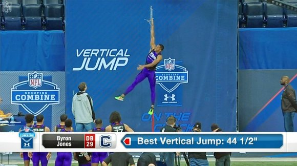 NFL_Draft_prospect_jumps_ridiculously-aca035cd31eb960b4e4c3a5878d47d04