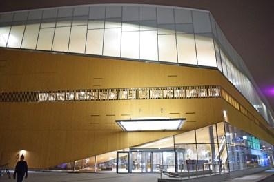 Oodi biblioteca Helsinki fachada