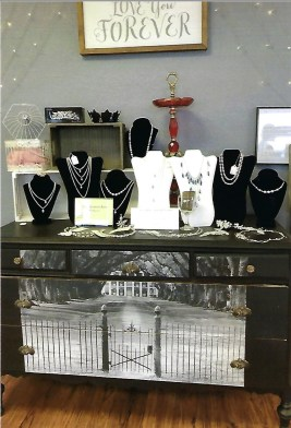 The Adornment Room – Jewelry, Necklaces, Rings, Earrings, Bracelets, Candles, Scrubs and Lotions