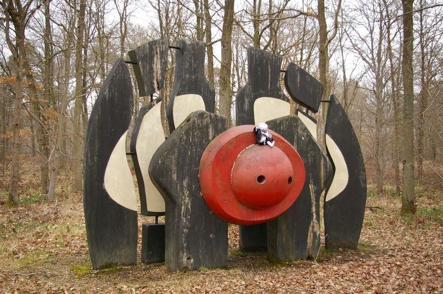 La Galipotte - Symposium de sculpture de la Faisanderie de Sénart-Bois d'iroko, peinture à l'huile, format environ 3,50 m x 4.00 m.