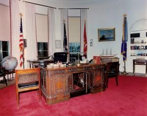 Le bureau ovale du président Kennedy, maintenant vacant et silencieux. S'il pouvait parler...maintenant!