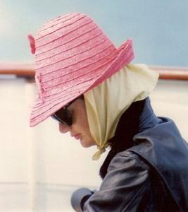 Été 1963 - La Première Dame vu lors d'une croisière en bateau quelques semaines après la mort de son fils nouveau-né, Patrick Bouvier Kennedy, décédé le 9 Août 1963, seulement 39 heures après sa naissance. Né cinq semaines prématurés, nouveau-né est mort de complications résultantes.