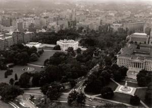 Une vue aérienne de la Maison Blanche de  l'époque de Kennedy