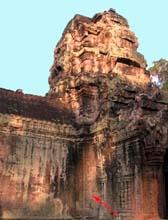Angkor Vat fut construit au Cambodge par le roi Suryavarman II dans la première moitié du XIIe siècle.
