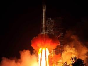 La fusée géante Chaghe -3 emmène  Jade Rabbit (Le Lapin de Jade) vers la lune