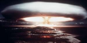 Test nucléaire ouvert en 1971...Remarquez la puissance de l'explosion!