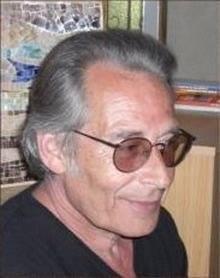 Richard Khaitzine,un  écrivain  qui ouvrait des horizons.Né en 1947,il vient de décéder le 9 décembre 2013.Il aura initié bon nombre de lecteurs en quête de savoir sur l'alchimie et  ce qui nous est caché.