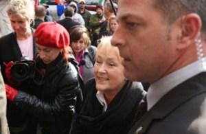 La chef du Parti québécois, Pauline Marois, a pu passer sans encombre ,le 9 novembre 2008,la «ligne» de manifestants souverainistes favorables à Jean-Claude St-André, victime selon eux d'une injustice pour avoir exprimé sa dissidence au sein du PQ.