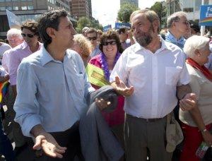"""Thomas Mulcair et Amir Khadir marchant ensemble lors d'un défilé de la """"Fierté Gaie"""" à Montréal. Deux grands alliés...les amis de mes amis sont mes amis!"""