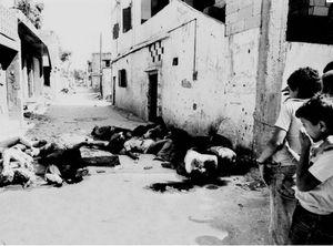 Corps dans le camp de Sabra, à Beyrouth, en septembre 1982