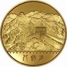 Des pièces d'or chinoises dans la balance.