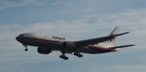 7099078-boeing-malaysia-airlines-un-appareil-non-identifie-repere