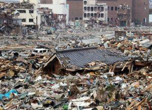 Des milliers de tonnes de débris attendent encore...parfois radioactifs.