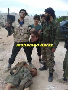 On pose fièrement devant les cadavres qu'on décapite au nom de l'Islam...mais ce sont parfois des mercenaires payés par les américains et Israel.