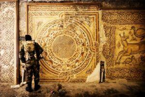 Les sites archéologiques syriens sont le point de mire des rebelles. Le patrimoine culturel de la Syrie, héritage d'une histoire millénaire, est la partie  cachée de cette guerre.