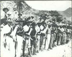 Peu après 1928,les campesinos ,milices du peuple ,commencent à s'organiser pour résister à l'impérialisme.