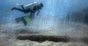 Katharina Fabricius nage à travers des bulles de dioxyde de carbone large de la Papouasie-Nouvelle-Guinée. Les eaux offrent un aperçu de la façon dont l'acidification est susceptible de transformer les mers.